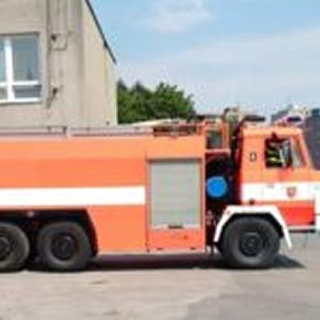 Při ranním požáru bytu v Orlové byl těžce popálen muž.