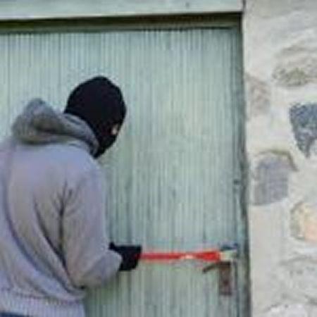 Zatím neznámý zloděj kradl v Orlové zahradní techniku.