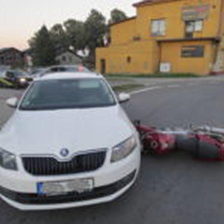 Řidič Octavie nedal přednost motorce