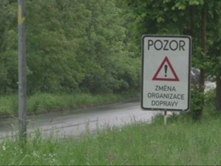 Přerušená stavba kanalizace v Orlové - Lazy působí potíže